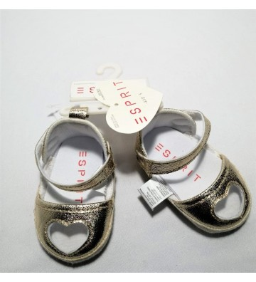 Zapatos dorados para bebé
