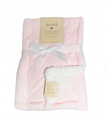 Cobija rosada con diseño de...