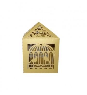 Caja dorada con diseño de...